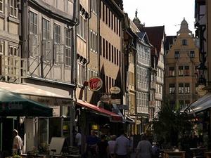 Alte Leipziger Lebensversicherung kauft zwei Geschäftshäuser