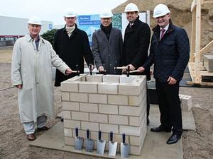 Deutsche Messe legt Grundstein für Hallenkomplex in Hannover