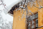 Haus Fassade Dach Winter Eiszapfen