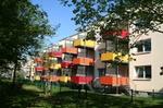 Haus mit bunten Balkonen