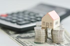 Hauskauf Immobilienbewertung Taschenrechner Hausmodell Geld