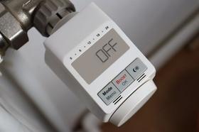 Heizung Thermostat Steckdose Taschenrechner Geld