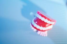Herumliegendes Gebiss, Zahnersatz