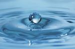 Hochspringender Wassertropfen