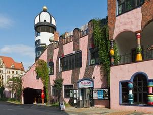 Transaktion: Bistum verkauft Magdeburger Hundertwasserhaus