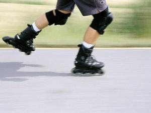 Inline-Skater im Straßenverkehr