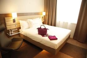 Innenansicht_Moxy-Hotelzimmer_Ikea-Hotel_Marriott