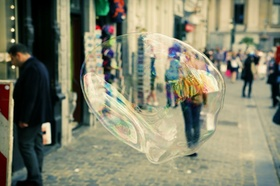 Innenstadt Menschen Seifenblase