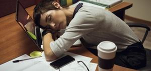 Überlastung: Arbeitnehmer erkranken immer häufiger wegen Stress