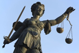 Justitia wehrhaft