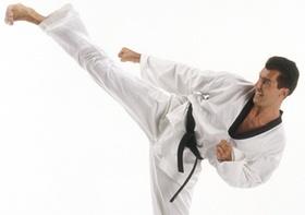 Karate-Kaempfer, Fusstritt