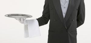 Werbungskosten: Schwarzer Anzug als Berufskleidung