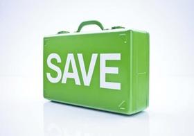 Koffer mit SAVE-Lettern