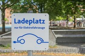 Ladeplatz E-Auto Stadt Wohnquartier urban