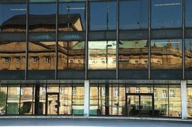 Landtag Stuttgart_Plenarsaal_Spiegelung Staatsgalerie