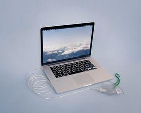 Laptop mit Beatmungsgerät