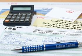 LBS AG; Bausparen und Bausparvertrag, Familien und ihr Wohneigentum; Germany, Juli 2011