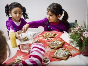 Gewobag eröffnet Lebkuchenhaus-Baustellen für Kinder