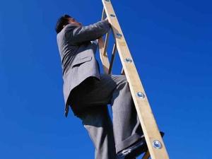 """""""Bleib oben!"""": Unfälle mit Stehleitern kann man vermeiden"""