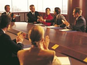 Knigge am Arbeitsplatz: Im Meeting gelten ungeschriebene Regeln f