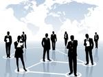 Männer und Frauen stehen vor Landkarte Netzwerk