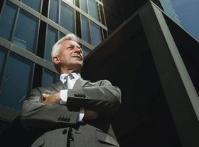 Makler Immobilienmakler Geschäftsmann Anzug