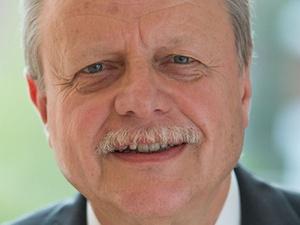Manfred Engelking wird Personalvorstand bei Axa