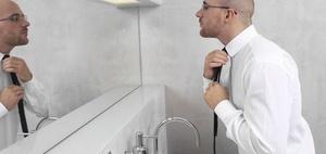 Sturz auf der Toilette ist kein Arbeitsunfall