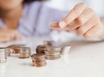 Mehrfamilienhaus Modell Münzen aufgehäuft