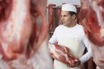 Metzger mit Fleisch