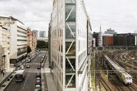 modernes Büro von außen in Innenstadt