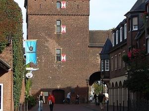Valad Europe verkauft Rathaus Center in Monheim