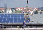 Montage einer Solaranlage auf Hausdach