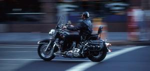 Schutzbekleidung auf dem Motorrad und Mitverschulden