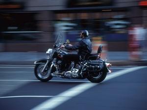 Kein Mitverschulden für Unfall bei Motorradfahrt in Sportschuhen