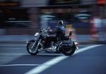 Motorradfahrer in der Stadt, Bewegung
