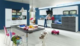 Mutter mit Kind in der Küche