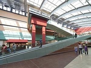 Curzon und Pamera kaufen Shopping-Center in Halle