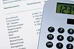 Nebenkostenabrechnung und Taschenrechner