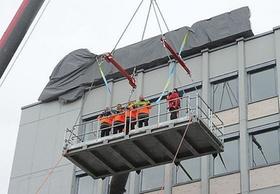Neues Bilfinger-Logo auf dem Dach des Mannheimer Konzerns