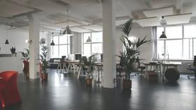 Office Büro Innenraum großflächig modern