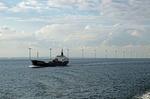 Offshore-Windpark mit Schiff