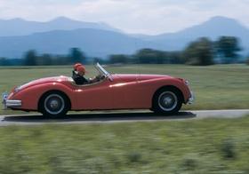 Oldtimer Jaguar, Cabrio, Bewegung