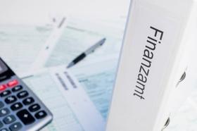 Steuerunterlagen mit Taschenrechner