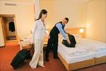 Paar im Hotelzimmer