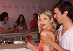 Paar in Nachtclub
