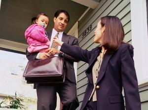 Stress: Wie belastet sind erwerbstätige Eltern?