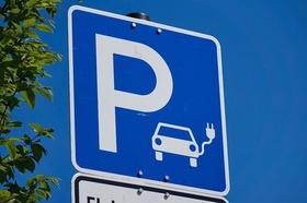 Parkplatzschild Ladesäule