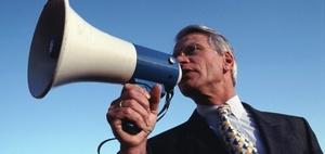 Unwirksame Kündigung eines Busfahrers wegen Rechtsextremen-Demo