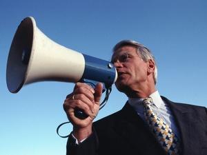 Arbeitgeber protestieren gegen Bahrs Pflegereform